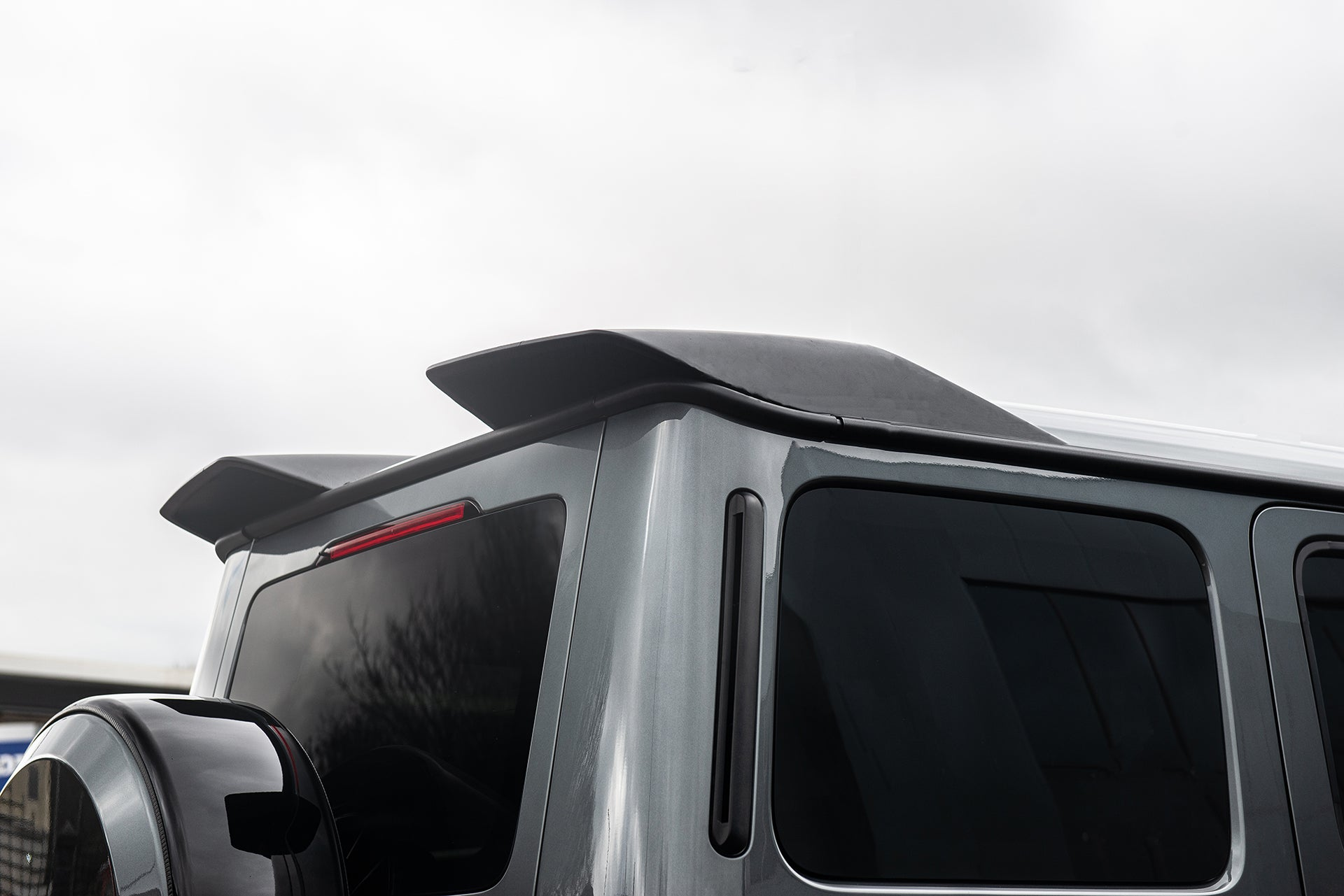 MERCEDES G-WAGON (2018-PRESENT) EXPOSED CARBON REAR ROOF WING