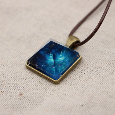 Collier pyramide lumineux