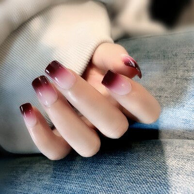 Faux ongles collants et réutilisables