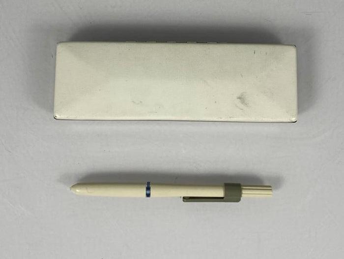 White Unbranded Stylus w/ Carrying Case