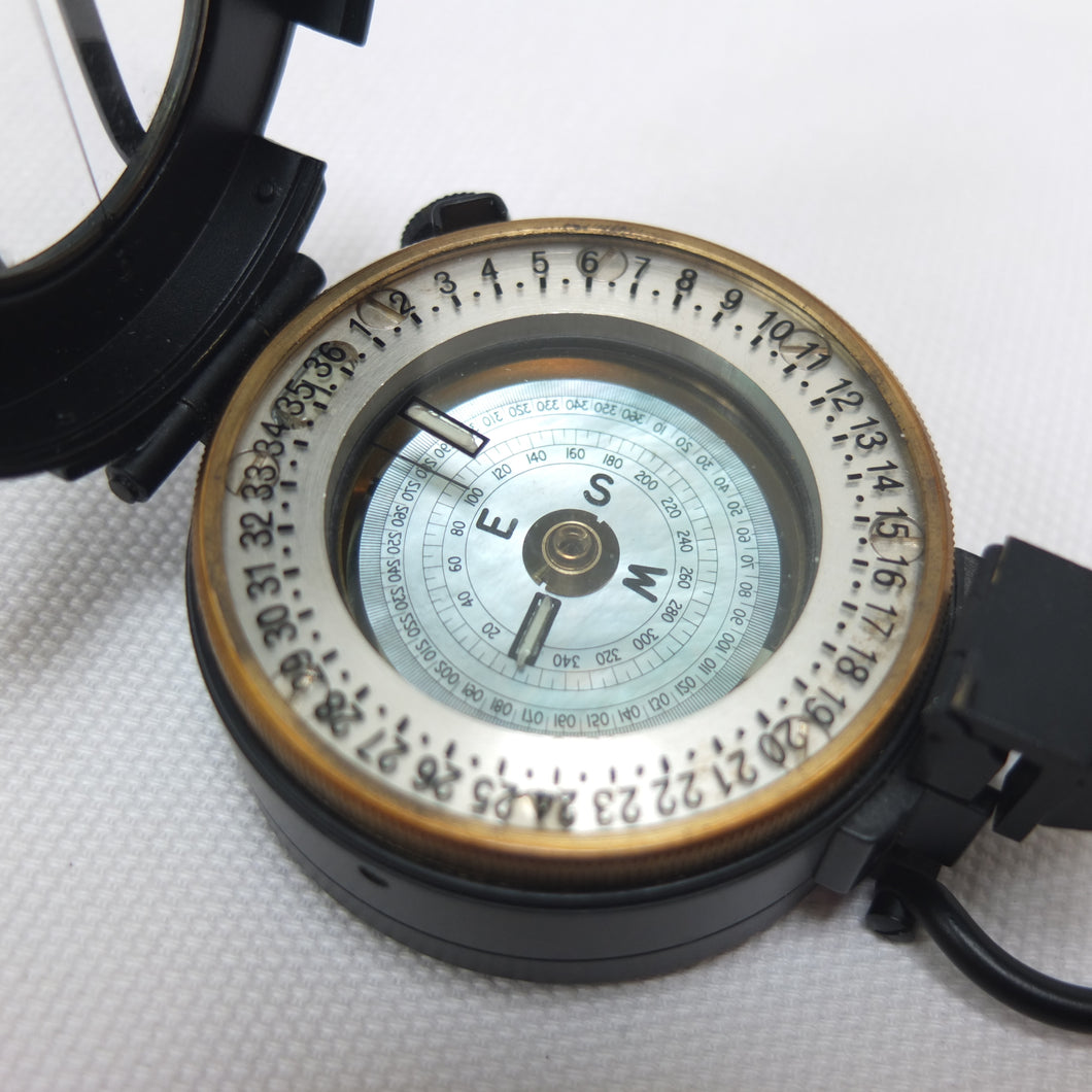 Francis Barker M-72 Military Compass | Compass library