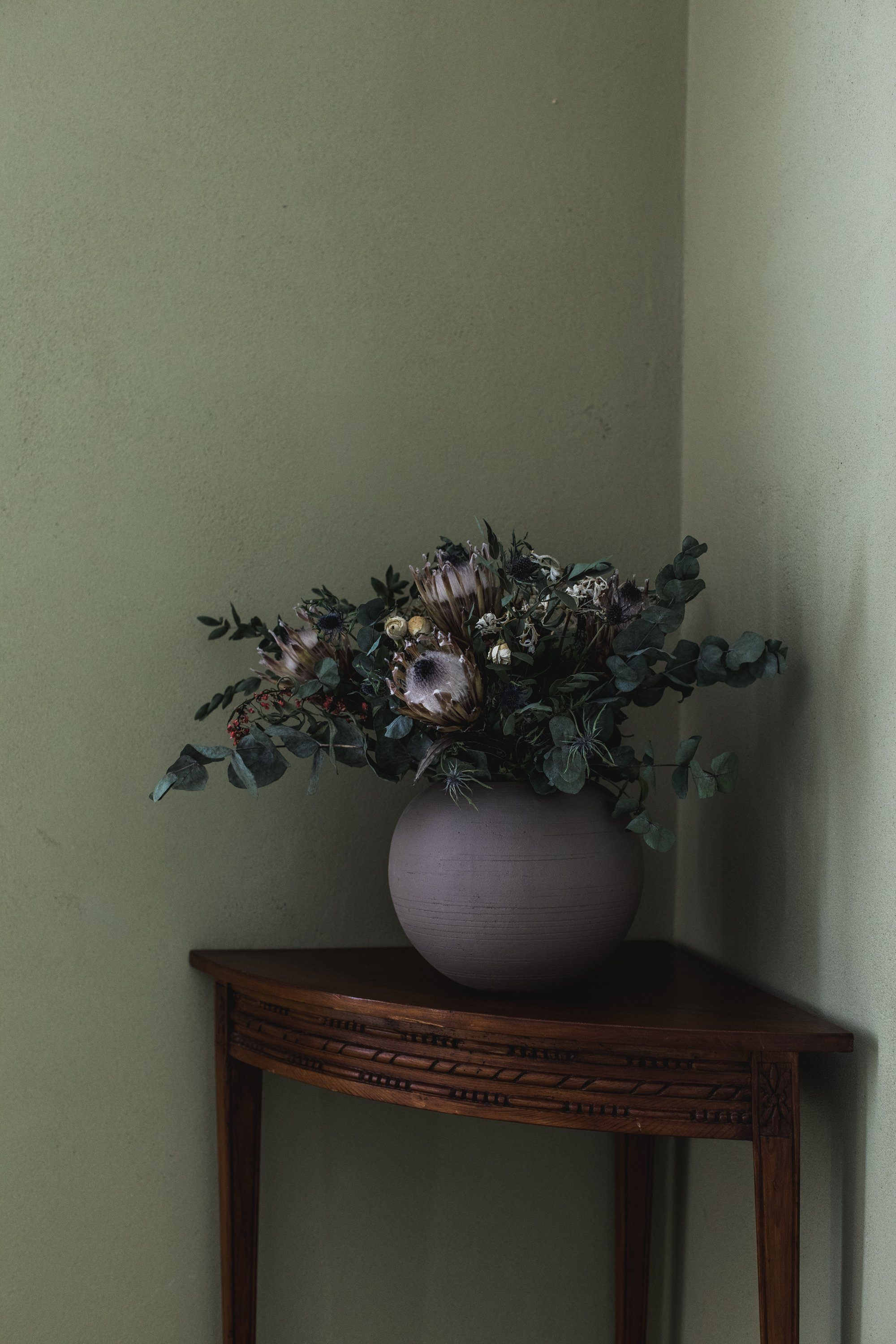 Luzon - Frosted Dark Grey Vase Domani
