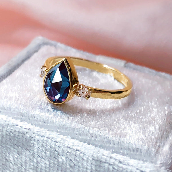 Rare Colour Change Pear Alexandrite & Diamonds Vintage Style Romantic ring in 9ct or 18ct solid Gold - Bijoux de Chagall