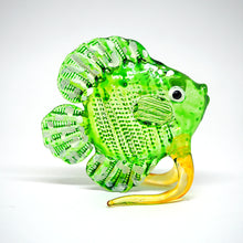 Load image into Gallery viewer, Glass Green Dicus Fish