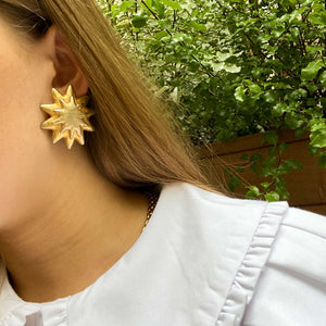 Imposing two abstract stars earrings from GIGI PARIS