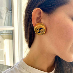 Imposing golden Chanel earrings in the shape of a cap from GIGI PARIS