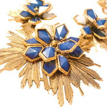 Load the image in the gallery, Imposing art deco flowered golden patinated necklace with shades of blue by Gigi Paris