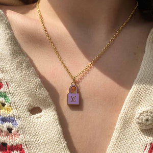Collier upcyclé Louis Vuitton cadenas mauve de Gigi Paris