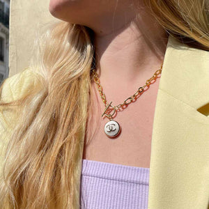 Collier upcyclé Chanel blanc brillant