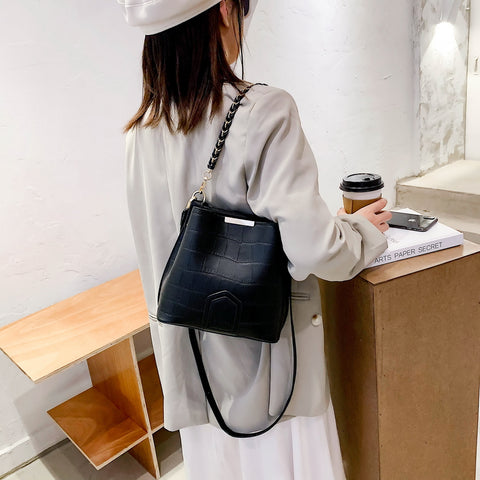 Woven chain handle croc-effect PU leather bucket bag
