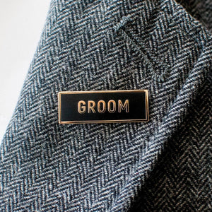 Sans Groom Pin