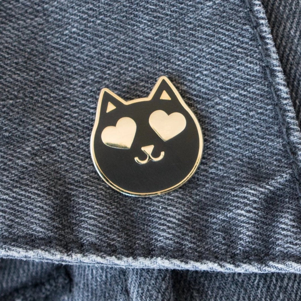 Load image into Gallery viewer, Heart Eyes Cat Pin