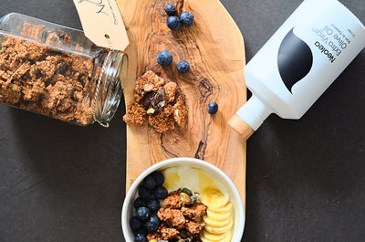 Breakfast idea - Crunchy granola bowl with olive oil