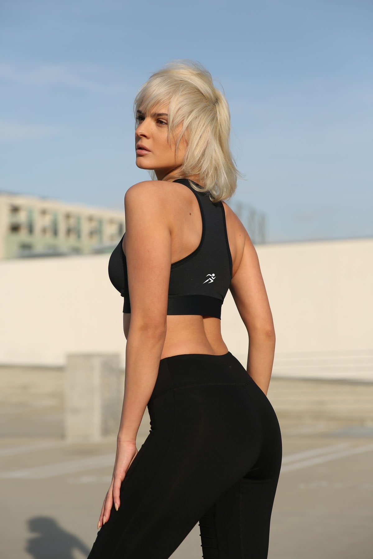 Athletique Low-Waisted Ribbed Leggings With Hidden Pocket and Mesh Panels - Black - Zip & Mos
