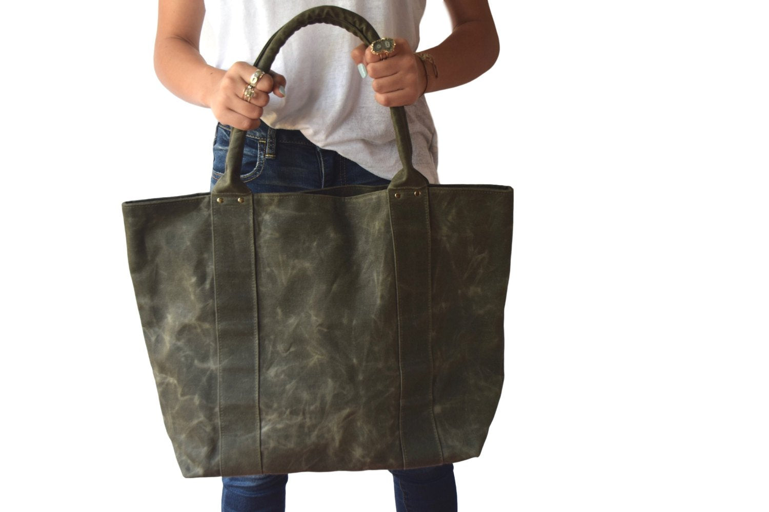 Marie Tote In Olive Green Waxed Canvas - Zip & Mos