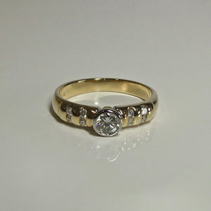 18ct Diamond Ring 0.37ct TW of Diamonds