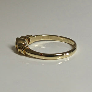 18ct yellow gold ring 3 rubover set round brilliant cut diamonds.Ring band is 2.3mm wide and 1.2mm thick.