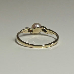 9ct Pearl and Diamond Ring 0.06ct TW of Diamonds 3
