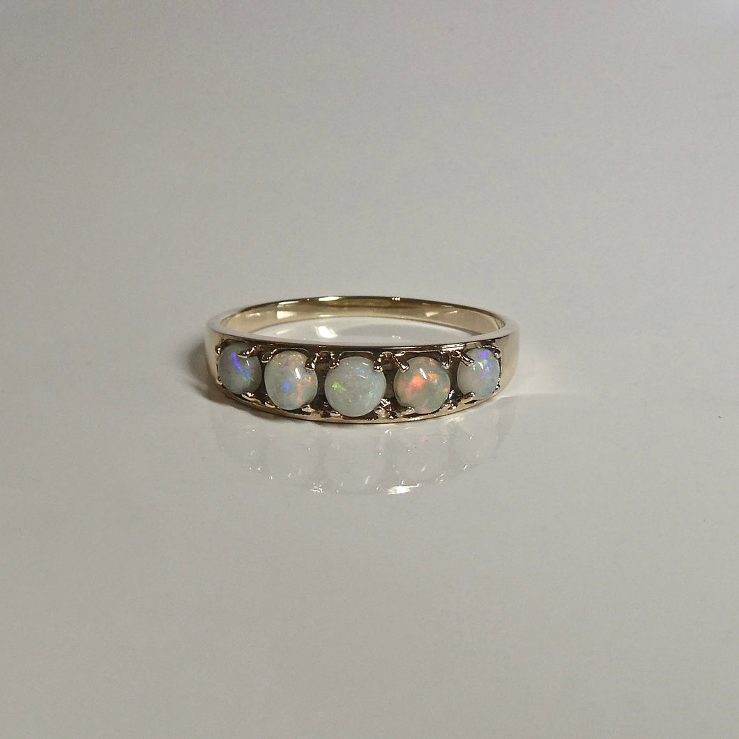 9ct Vintage Solid Opal Cabochon Ring