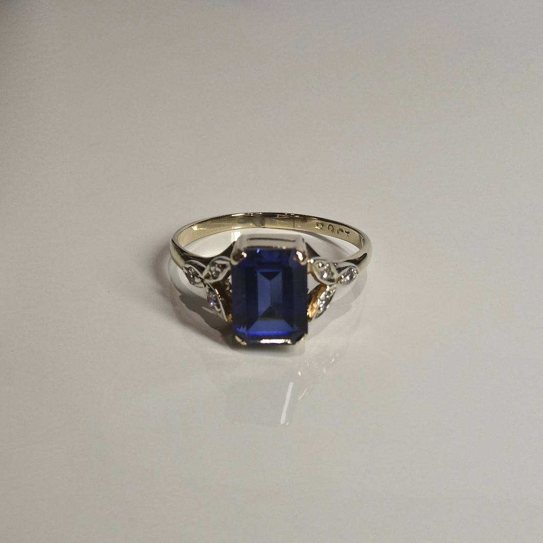 9ct Blue & White Stone Ring