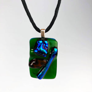 Pendant, unisex, inspired in the metallic colors.