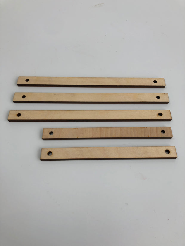 Birch wooden DIY weaving set (2 wooden weaving looms (rectangle and circular), 2 needles, 2 sticks, a comb & 1 plastic needle)