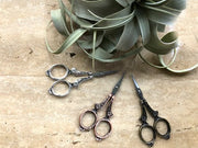 Sharp and beautiful little scissors - Victorian model