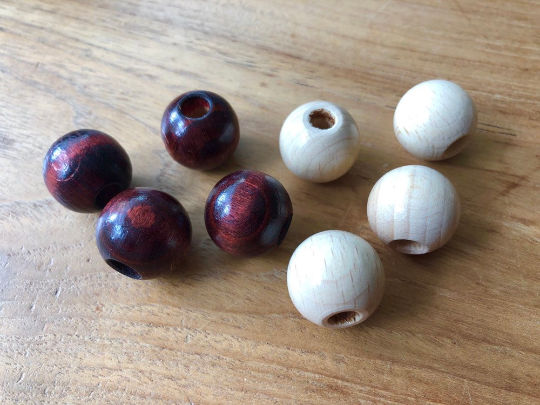 Wooden (macrame) beads Ø 20 mm with hole ø 0,7 cm in blanc and brown - lightly vernished
