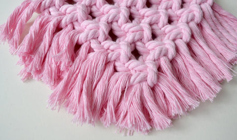 Little plastic macrame brush (pink)