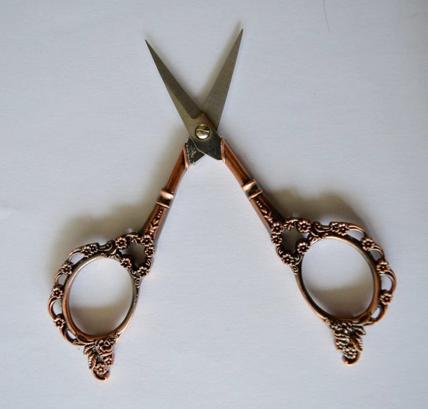 Sharp and beautiful little scissors - Antique model