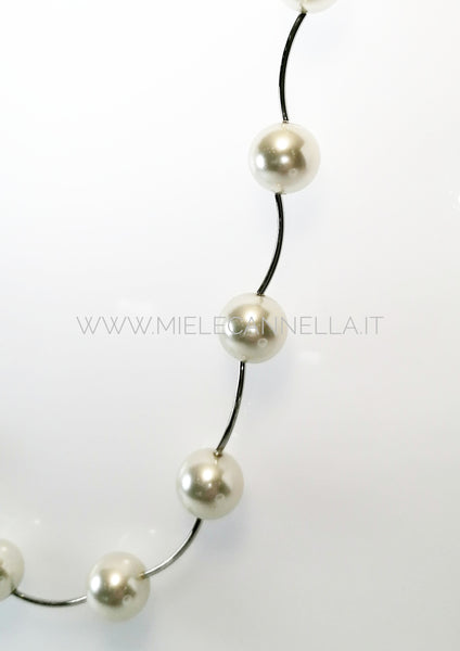 Girocollo in perle di vetro color crema  da 14 mm e metallo  rodiato. Nickel free - Made in Italy