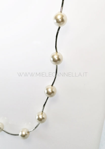 Girocollo in perle di vetro color crema  da 10 mm e metallo  rodiato. Nickel free - Made in Italy