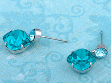 Load image into Gallery viewer, Swarovski Crystal Aqua Gradient Rectangle Bunch Element Earring Necklace Set