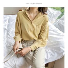 Load image into Gallery viewer, Vintage Loose Fitting Notched Shirt