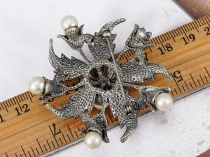 Holiday Flower Wreath Pearl Jewelry Pin Brooch