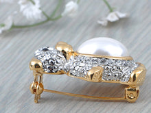 Load image into Gallery viewer, Pearl Teddy Bear Brooch Pin