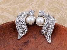 Load image into Gallery viewer, Beautiful Winter Swan Pearl Earrings