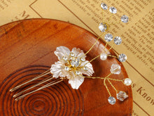 Load image into Gallery viewer, Vintage Flower Pearl Embellished Gold Bridal Hair Pin