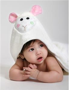 Zoochini Hooded Towel Lola the Lamb