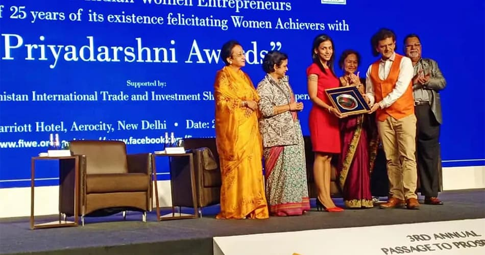Upma Kapoor falicitated with the Prestigious 'Priyadarshini Award' for 'Outstanding Woman Entrepreneur' 2019