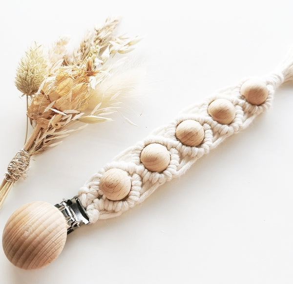 MACRAME PACIFIER CLIP - PEARL