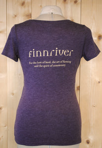 Finnriver Women's Scoop T-shirt with Apple