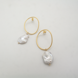 Baroque Wavy Circle Pearl Earrings