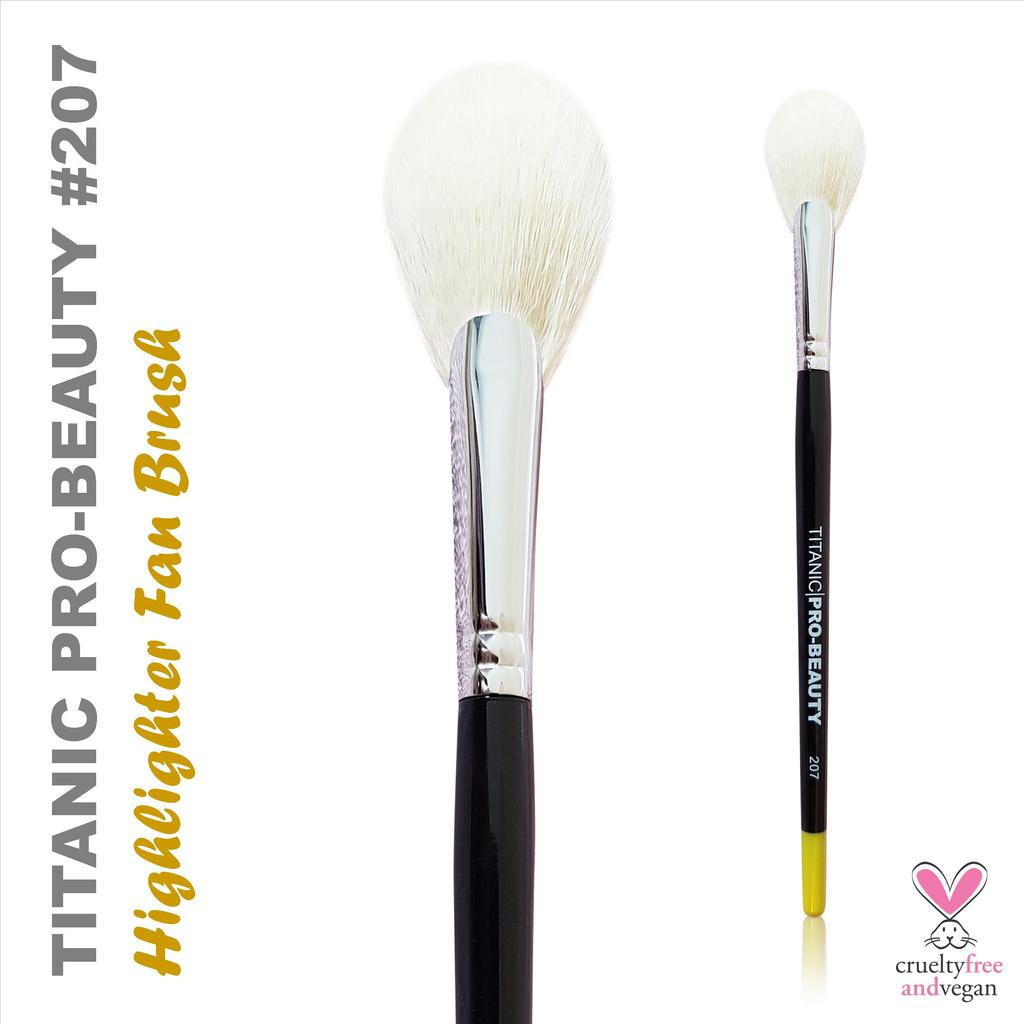 TITANIC PRO-BEAUTY BRUSH (207) - HIGHLIGHTER FAN