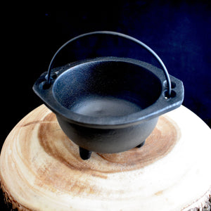 Open Cast Iron Cauldron with Handle - 2 Types - witchchest
