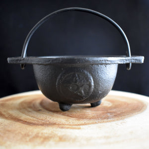 Pentacle Open Cast Iron Cauldron with Handle - witchchest