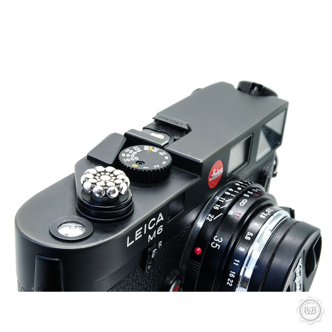 CAVIAR | LEICA BUTTON