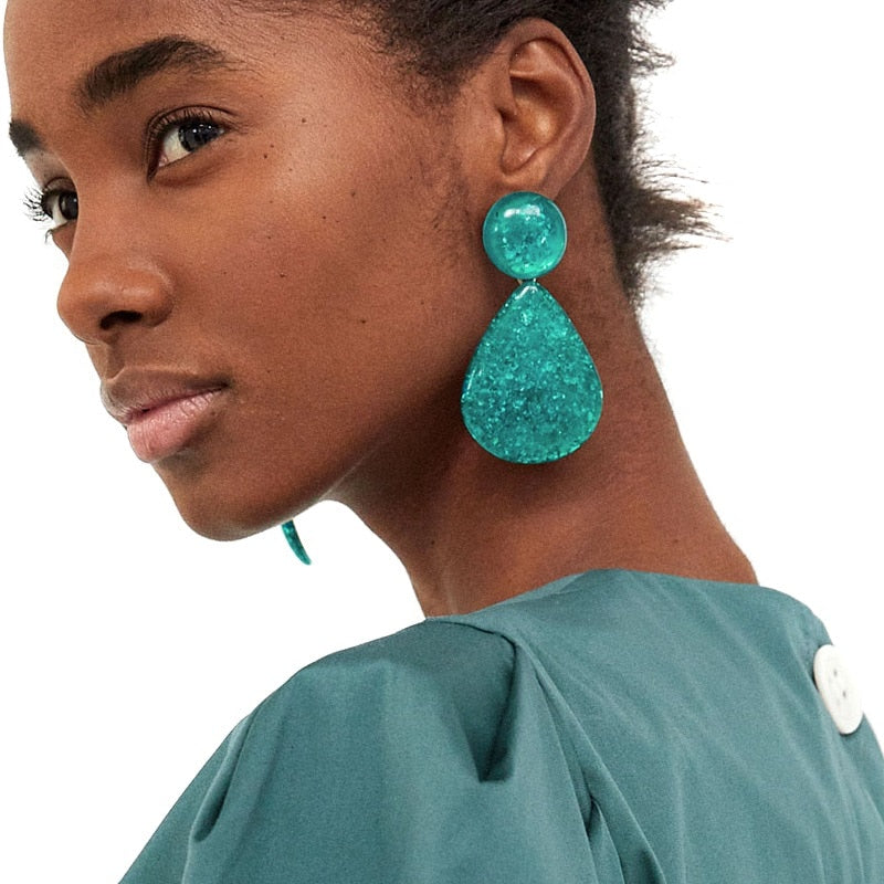 The Underwater Love Earrings are essential to take your look to the next level, honey. Channel an 80's glamorous vibe with these oversized glittery aqua pendants. Style with a satin mini dress and hit the club.