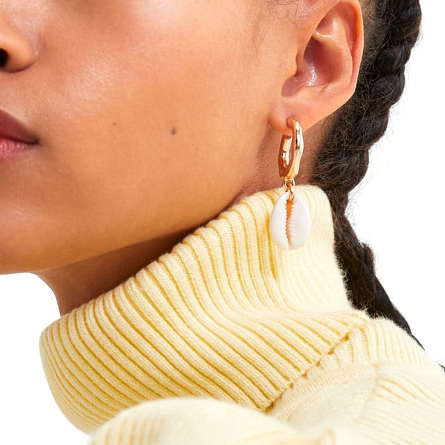 These Shell Give Me Love Earrings will complete your everyday boho glam look. Featuring a golden hoop and beach shell pendant with diamante detailing, we're obsessed. Pair with some tassels and strappy sandals for a unique sunkissed look.