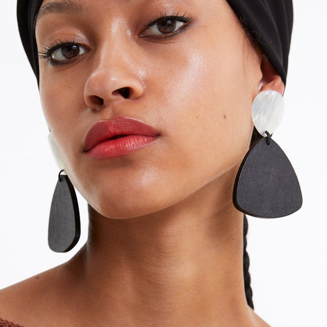 Our Too Late Now Earrings are a must have in every jewellery box this season. Featuring pearlescent and black geometric oversized pendants, team these statement 80's vibe earrings with a monochrome outfit to inject some extra sass.